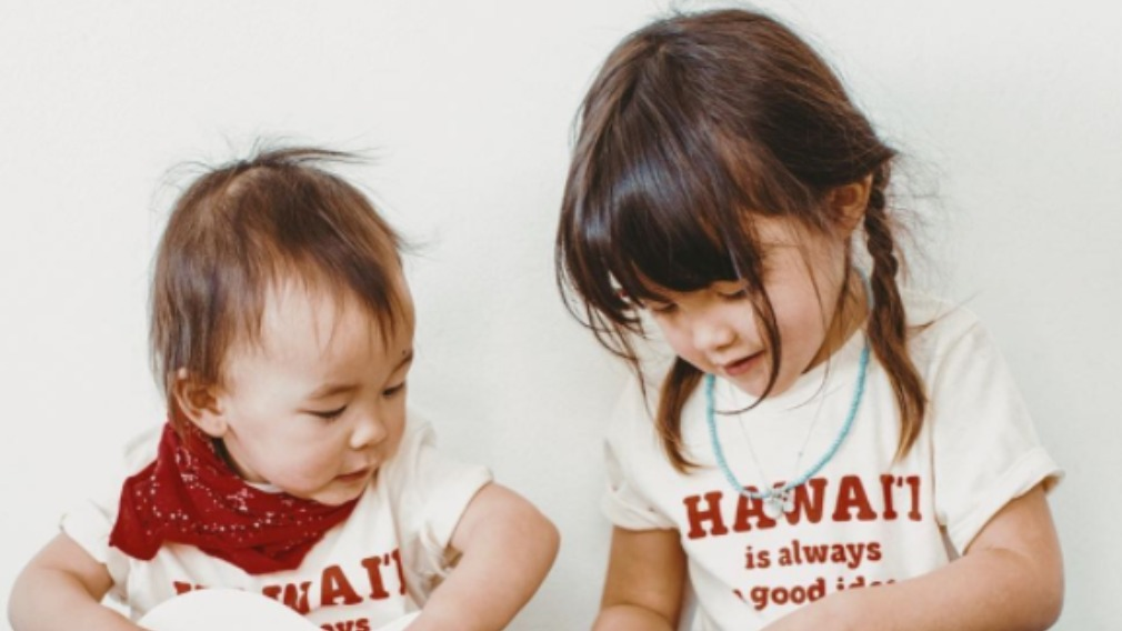 Kawa with young sister, Rafa. (Instagram)