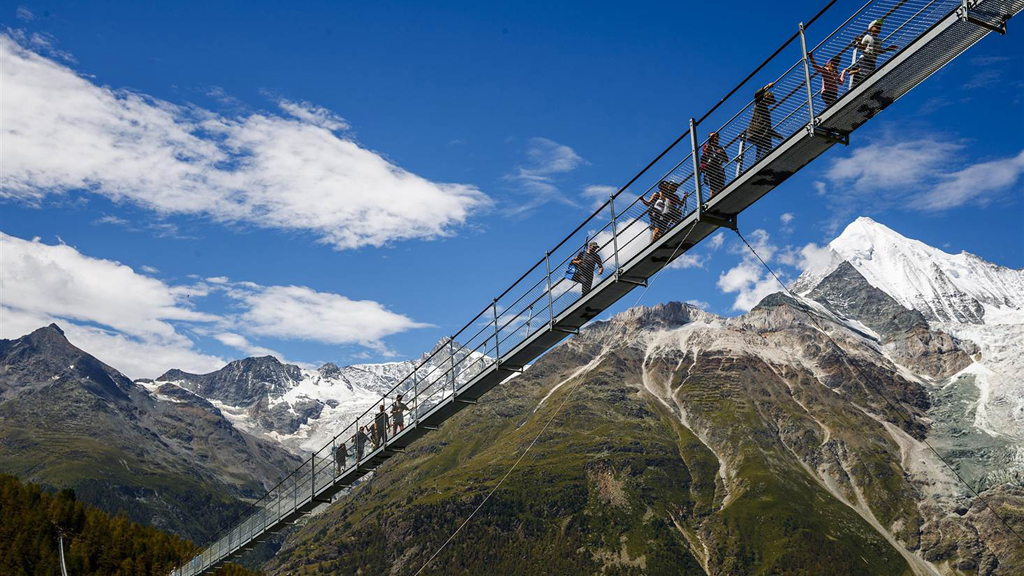 Record Suspension Footbridge Opens in Switzerland