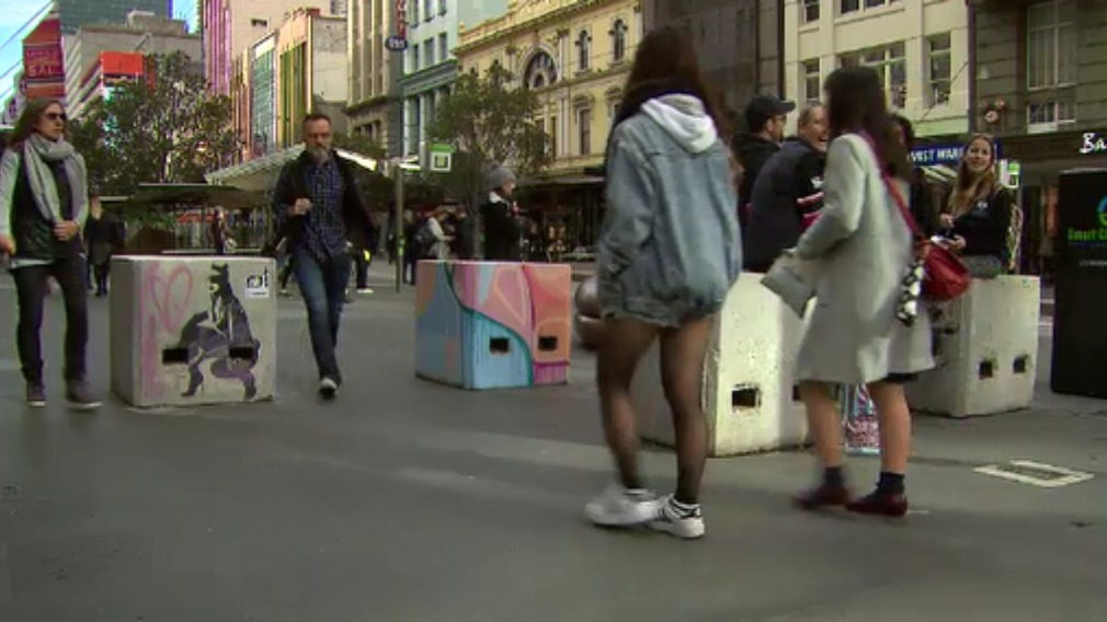The latest attack on the Lord Mayor's house is believed to have been in protest of graffiti removal from concrete bollards in the CBD. (9NEWS)
