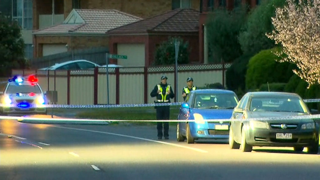 Man killed in shooting at Narre Warren, neighbours report hearing 'loud bangs'