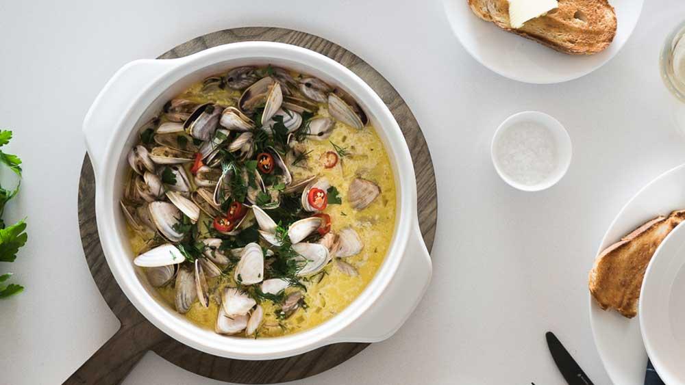 "Recipe: <a href=""http://kitchen.nine.com.au/2017/08/03/11/47/drunken-garlic-clams"" target=""_top"">Ten minute drunken garlic clams</a>"