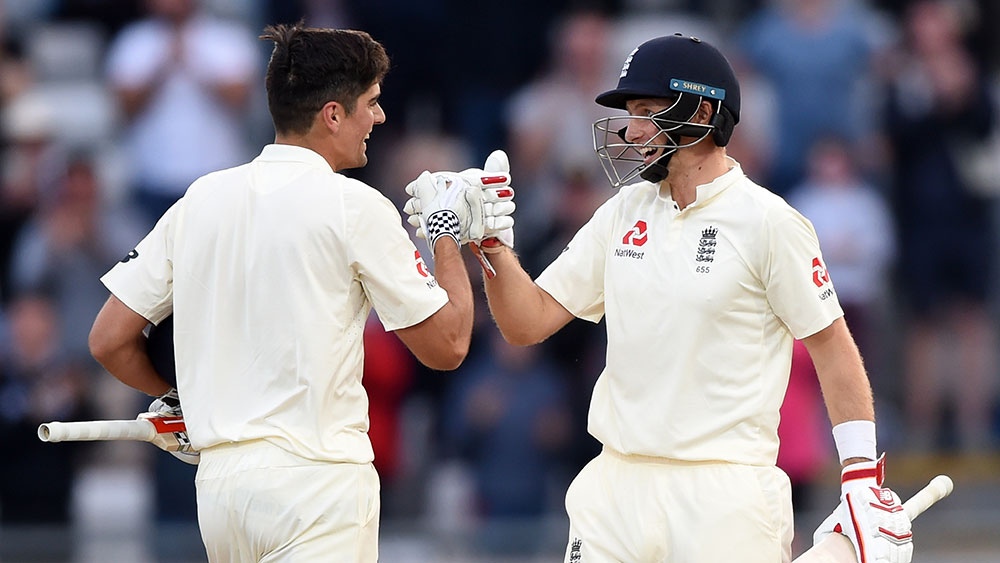 Alastair Cook (left) and Joe Root. (AAP)