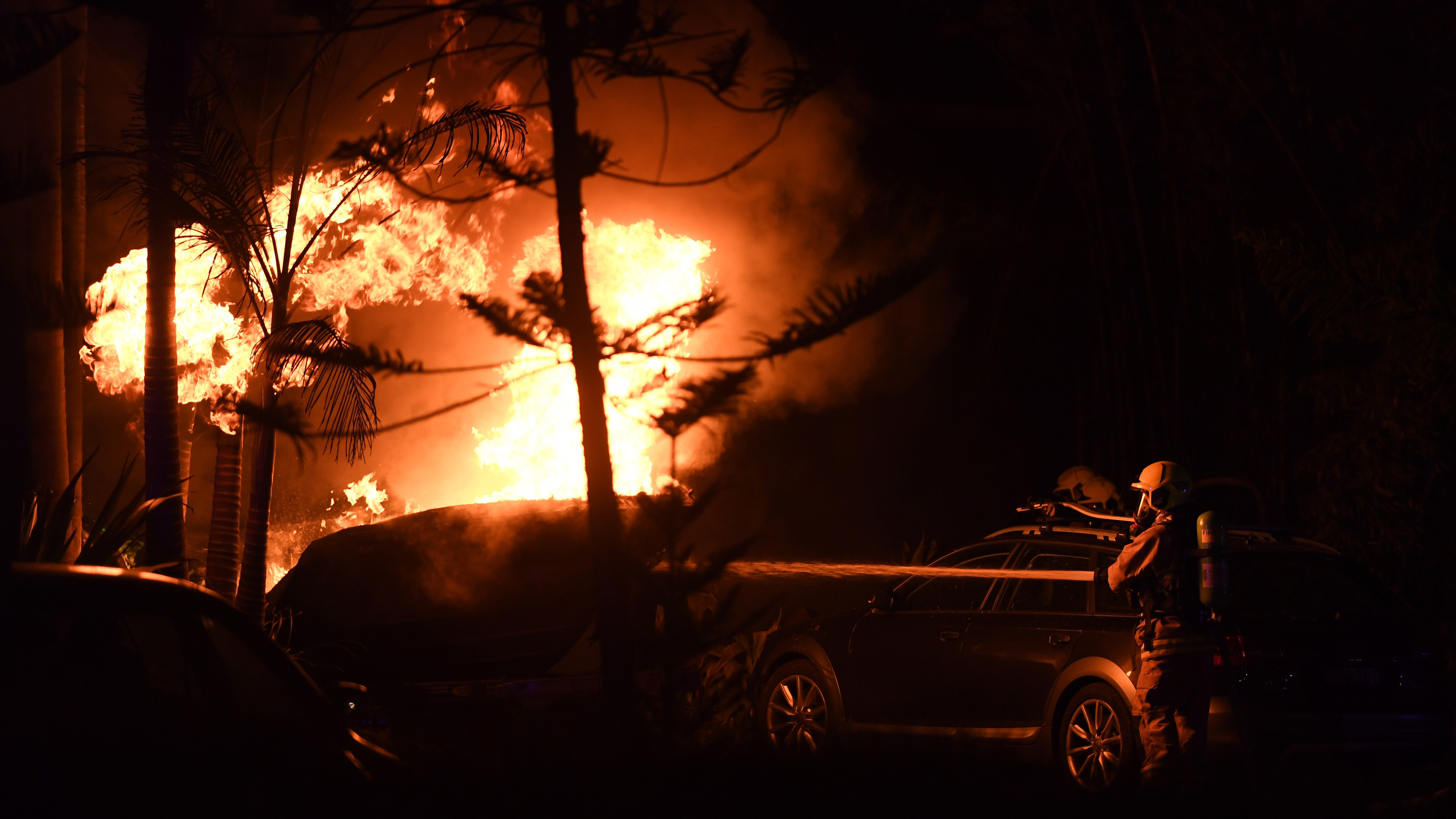 Firefighters faced strong westerly gusts as they attempted to battle the blaze. (AAP)