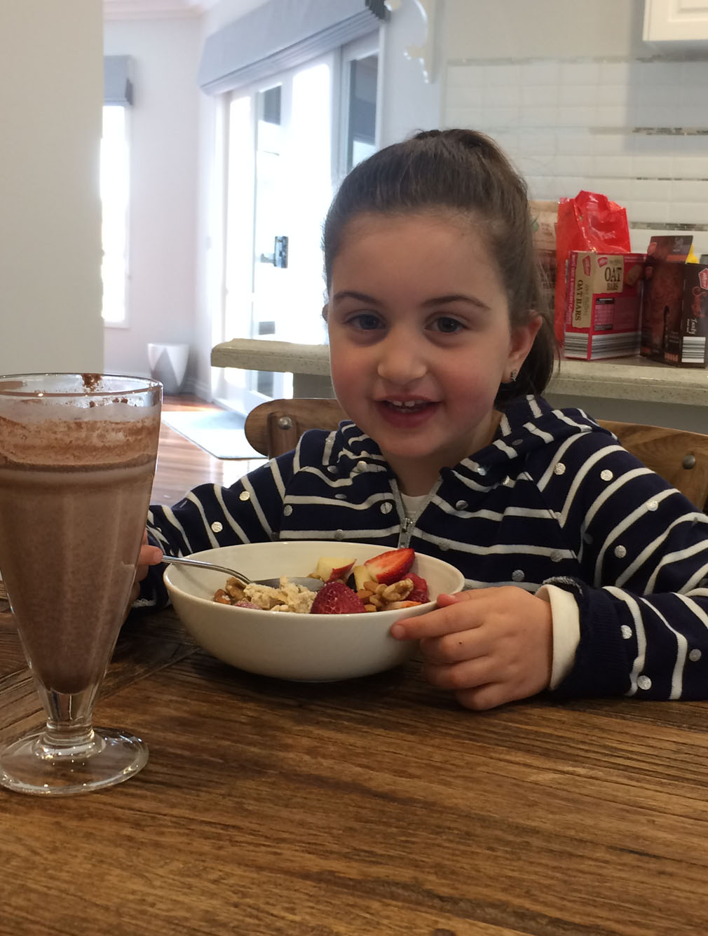 Four-year-old Ava enjoys a meal from the Aldi plan. (9NEWS)