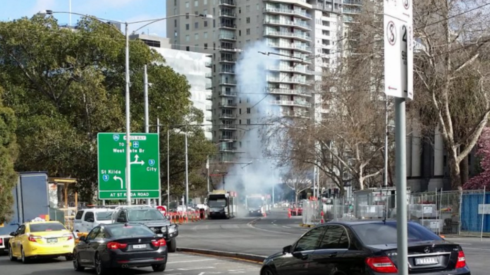 Overhead powerlines cause explosion on Melbourne tram