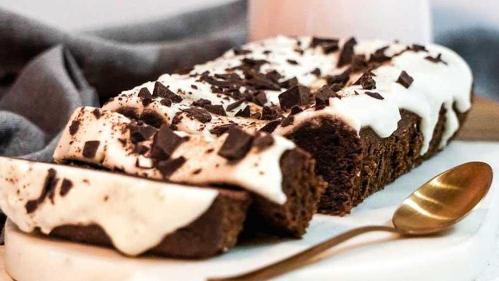 One-bowl gluten-free choc cake
