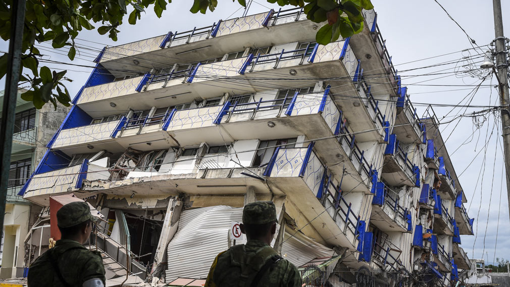Soldiers stand guard a few metres away from the Sensacion hotel which collapsed with the powerful earthquake that struck Mexico overnight, in Matias Romero, Oaxaca State, on September 8, 2017. (AFP)
