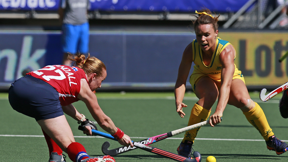 Georgie Parker, right, fights for the ball during the Field Hockey World Cup semifinal match against the US in 2014. (AAP)