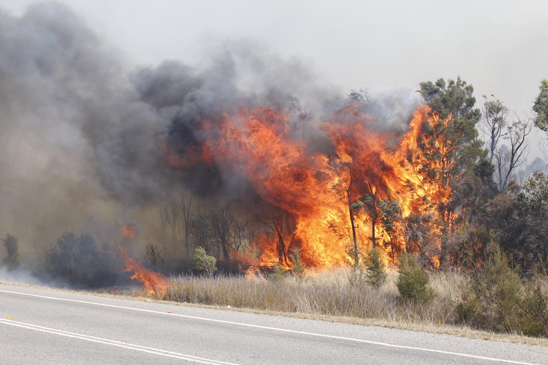 The spot fires are making work difficult for fire crews. (AAP)