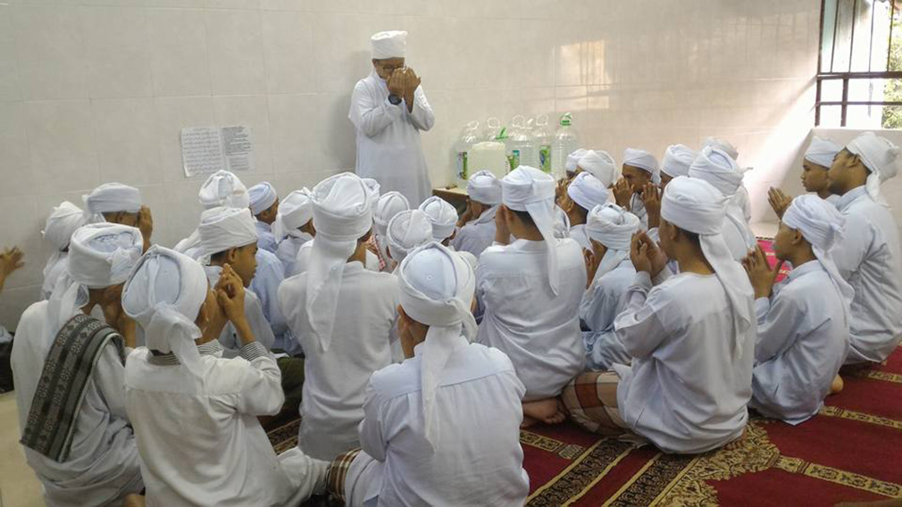 Students at the religious school. (Facebook: Darul quran ittifaqiyah)