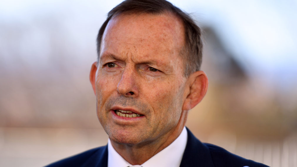 Police investigating after Tony Abbott 'headbutted' by man wearing 'Vote Yes' badge