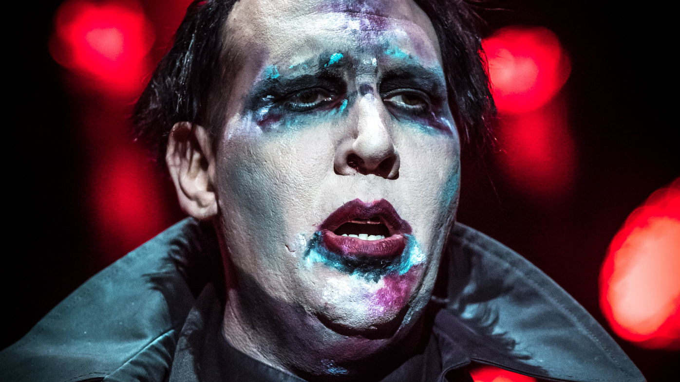 Marilyn Manson pulls fake gun, flicks reporter in the testicles: Read more - 9Celebrity