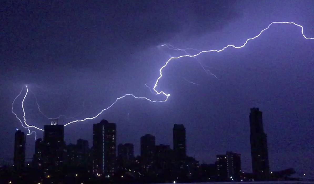 Massive lightning bolt caught on camera during spring storm