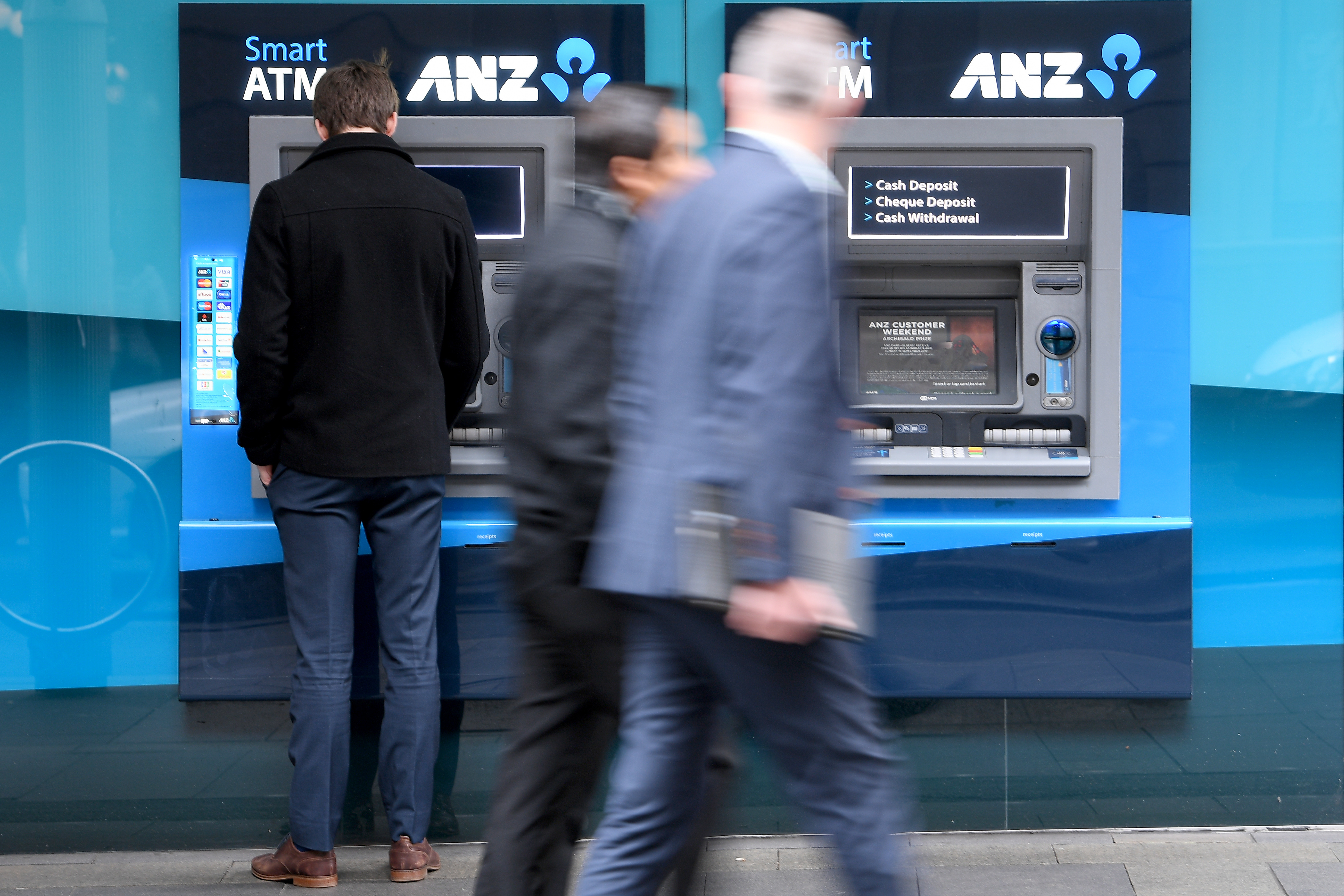 Three big banks decide to ditch ATM fees