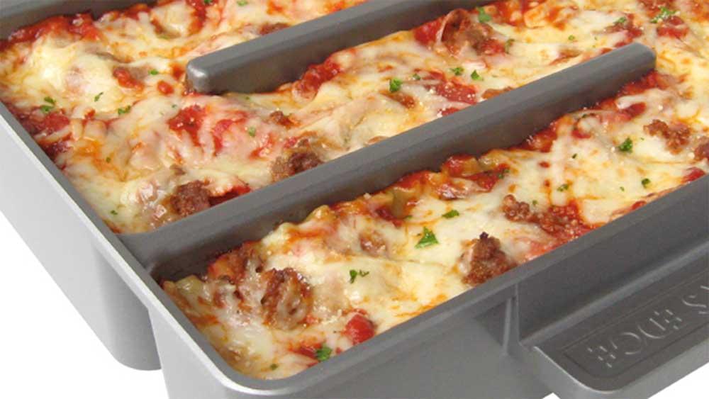 Baker's Edge lasagne pan bakeware