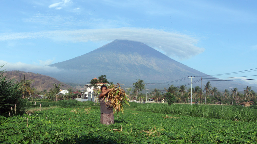 Bali volcano could erupt within 'next couple of hours'