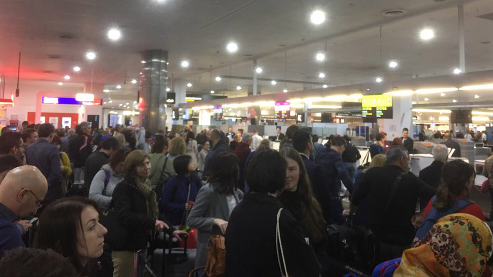 Worldwide airport chaos as airlines hit by computer systems crash, media reports