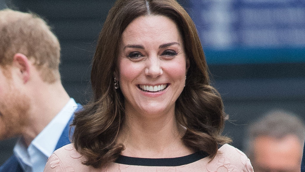 Kate Middleton : Baby bump well hidden for a second output surprise !