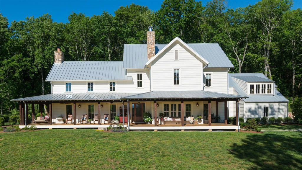 <strong>Miley Cyrus buys a Tennessee ranch</strong>