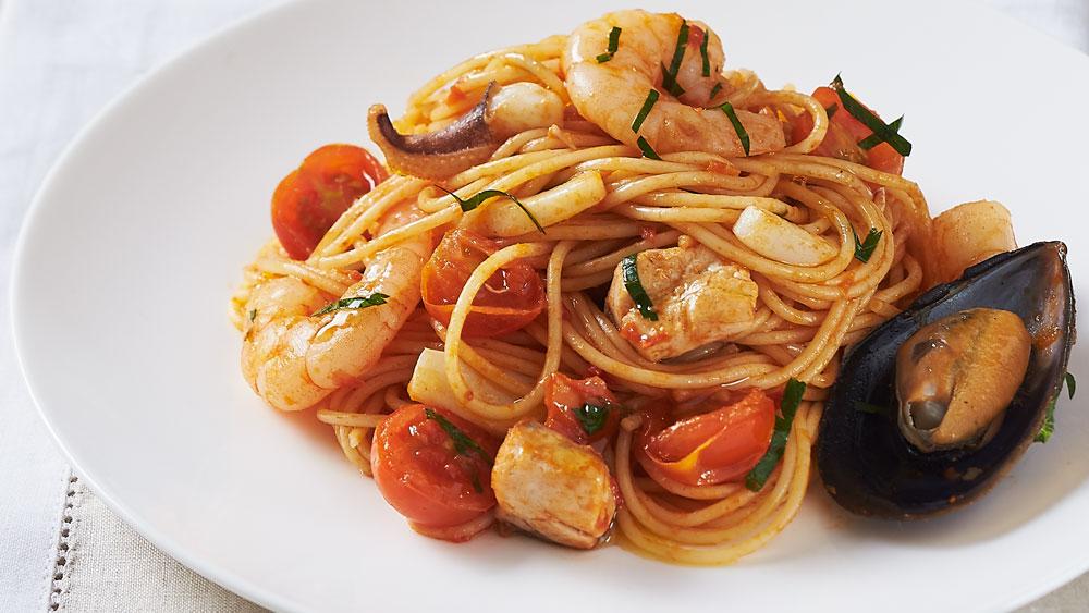 Spaghettini with mixed seafood and basilico sauce recipe