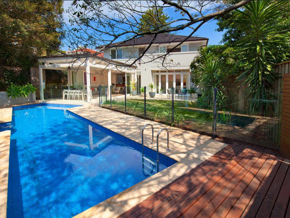 <strong>Bellevue Hill home sells $1.3 million above reserve in 'crazy auction'</strong>