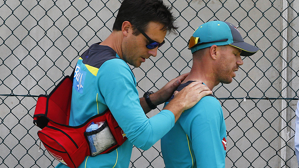 Warner hurts neck; expects to be fit for Ashes series opener