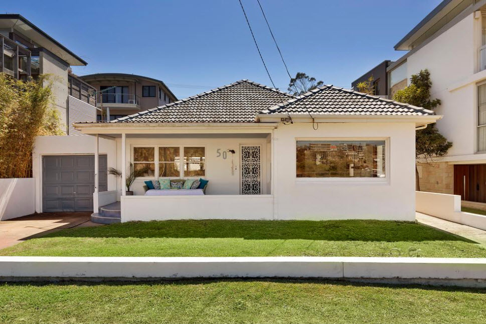 <strong>Sydney beach cottage sells $1.3 million above reserve</strong>
