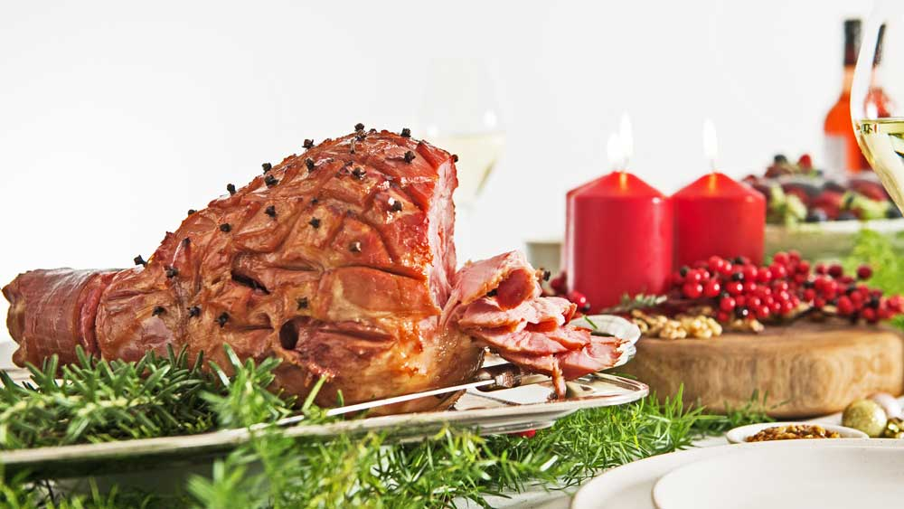 "Recipe: <a href=""https://kitchen.nine.com.au/2017/12/08/12/54/moscato-glazed-ham"" target=""_top"">Moscato glazed ham</a>"