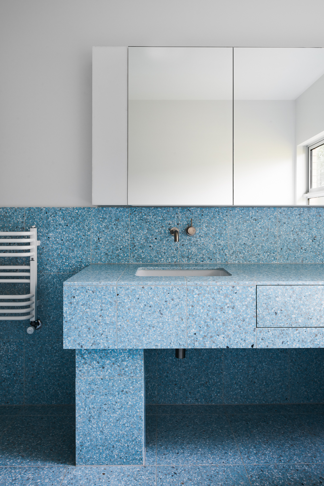 These Blue Terrazzo Tiles Are 2018 Bathroom Goals 9homes