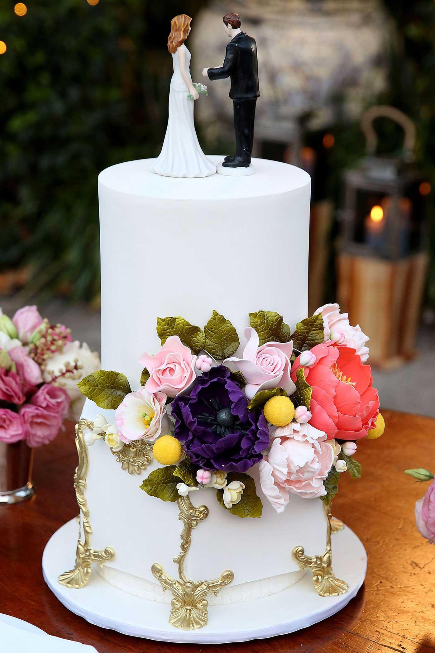 Dean And Traceys Fondant Flowered Wedding Cake