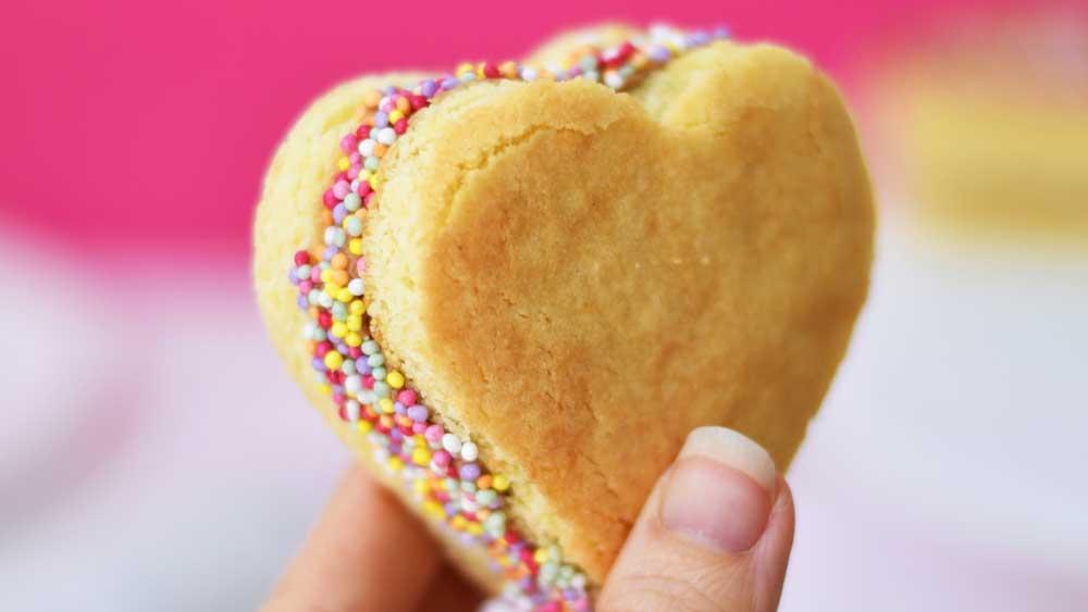"<a href=""http://kitchen.nine.com.au/2018/02/13/14/12/sweetheart-sandwich-cookie-recipe"" target=""_top"">Recipe: Sandwich cookie</a>"