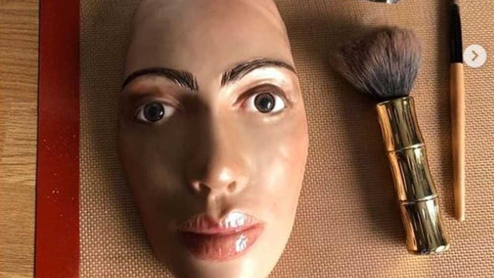 Life size Kim Kardashian cake goes viral