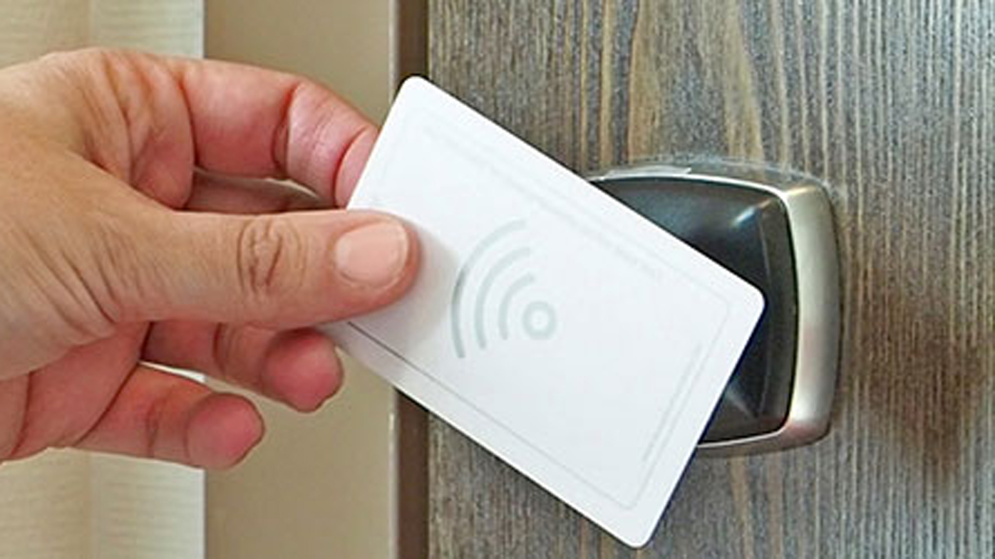 How To Open A Hotel Room Door Without Card