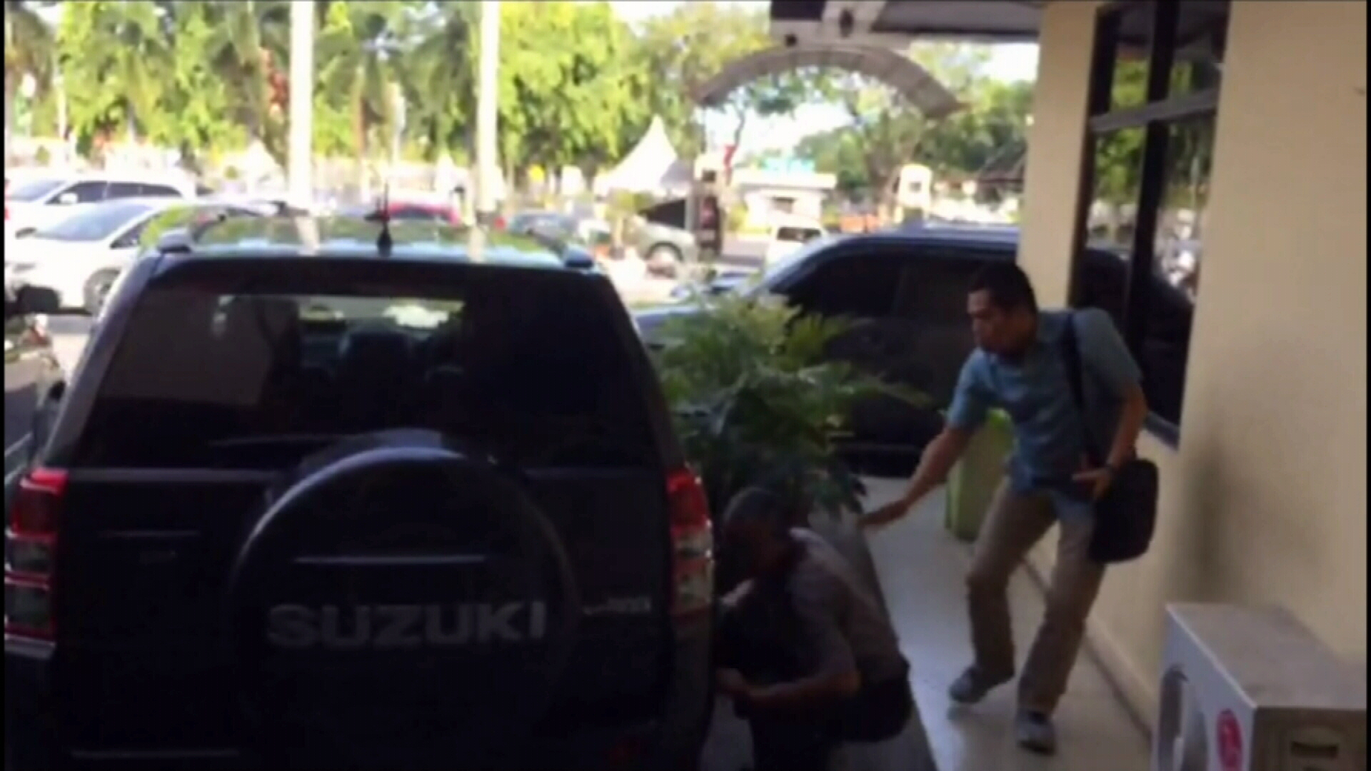 Sumatra police headquarters attacked by 'sword-wielding' men