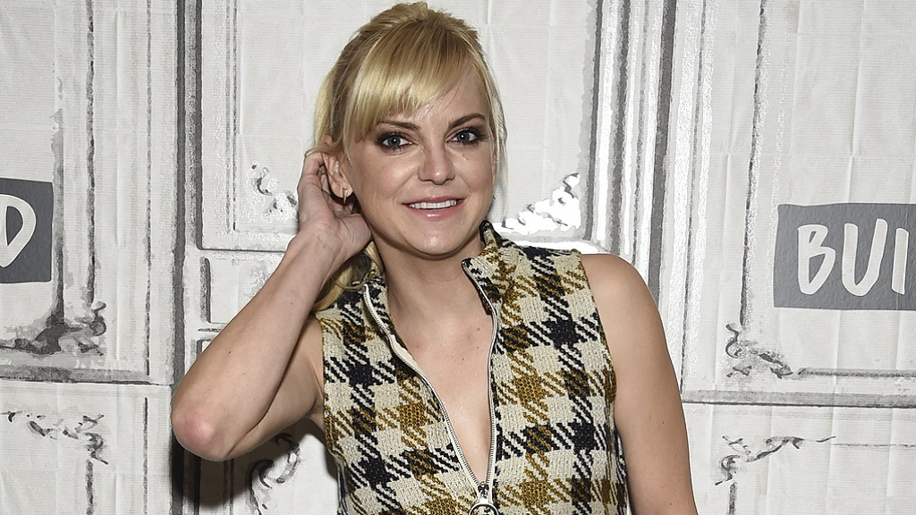 Anna Faris deletes underwear snap after being body-shamed ...