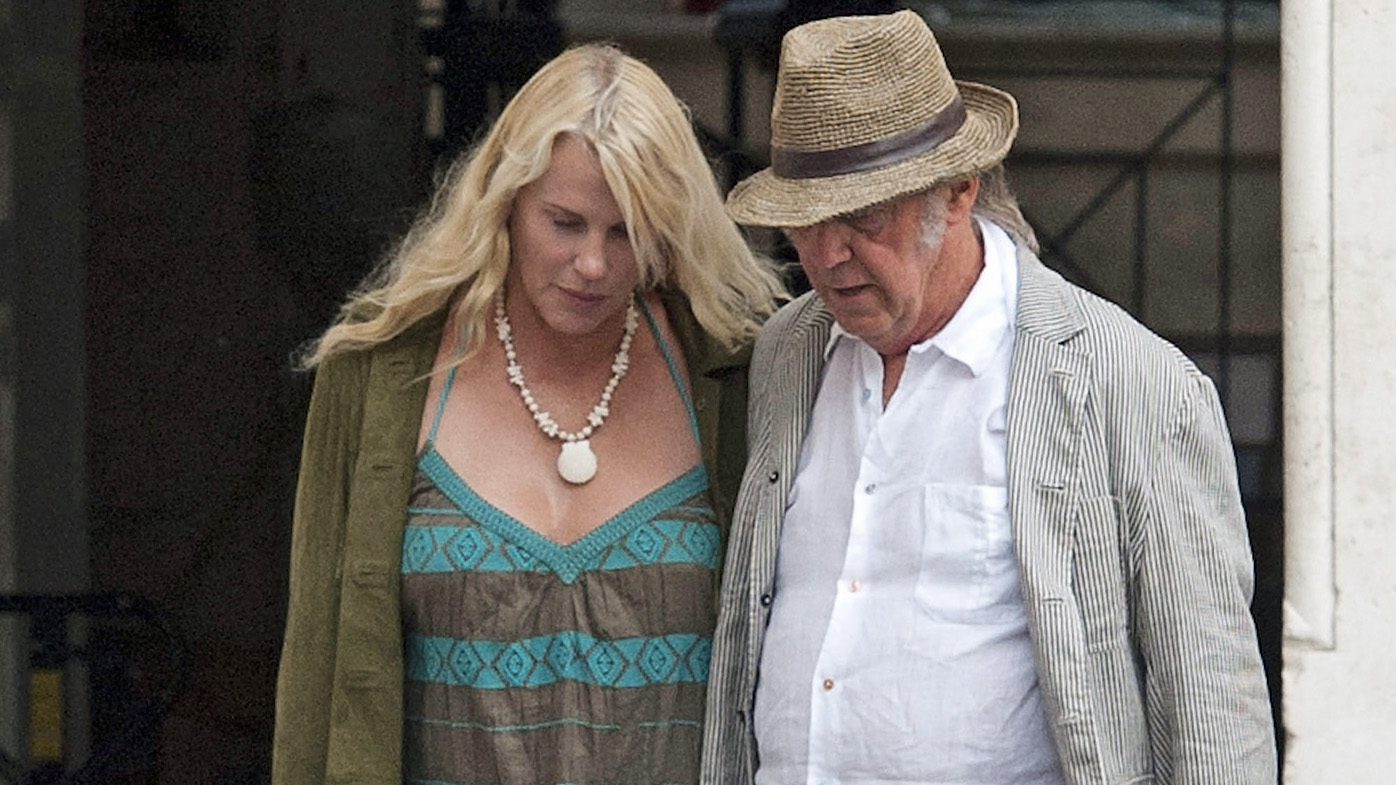 Neil young confirms he and daryl hannah are married - Prenom hannah ...