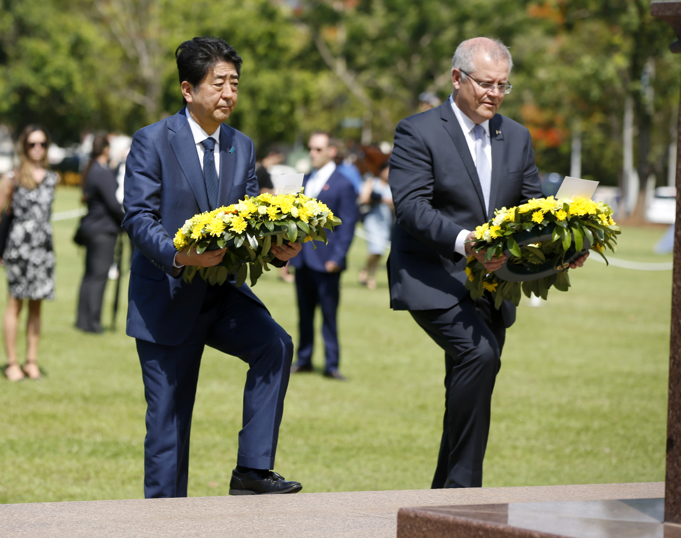 Japan's PM honours those lost in Darwin bombing