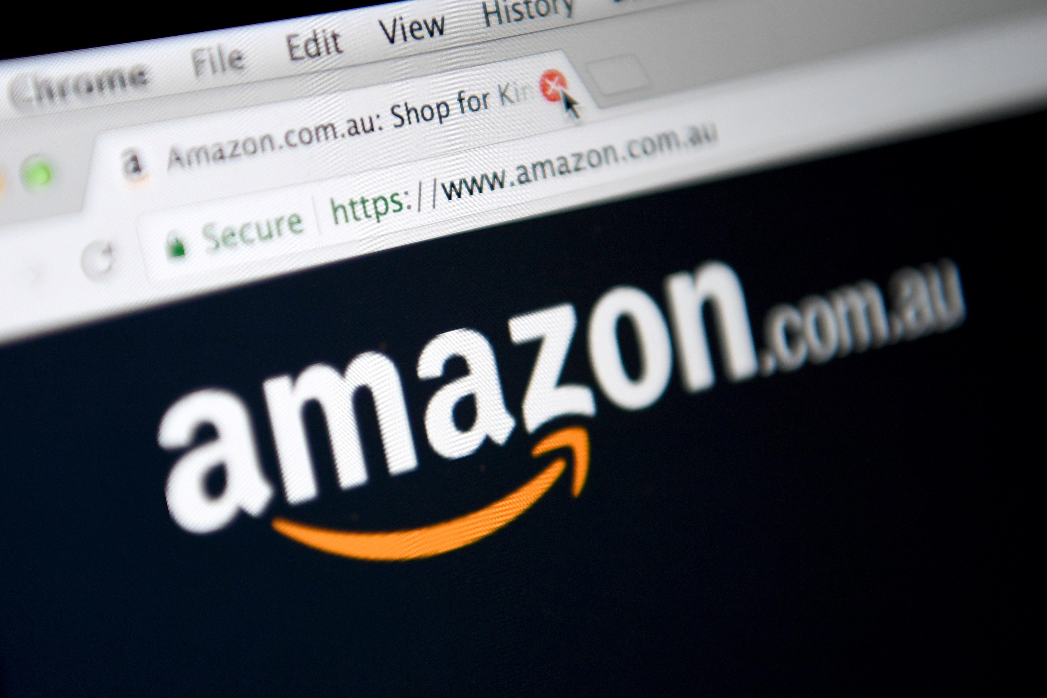 Amazon has backflipped on its decision to block Australians from shopping from its US site.