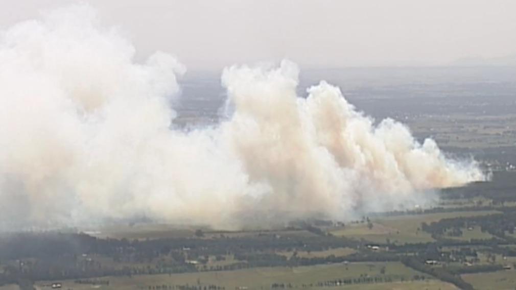 Out-of-control bushfire threatening homes near Ballarat