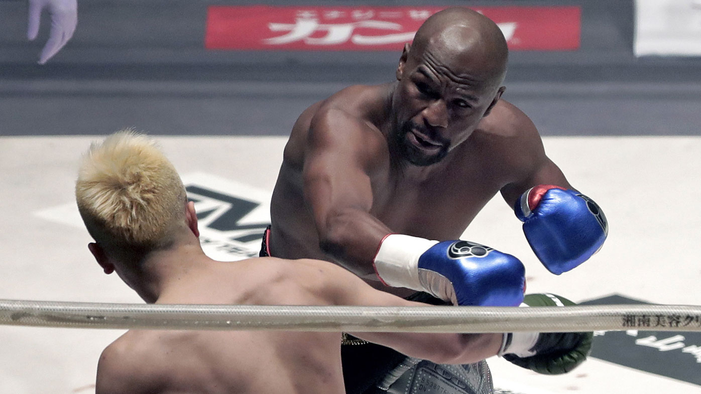 Floyd Mayweather teaches Tenshin Nasakuwa a boxing lesson