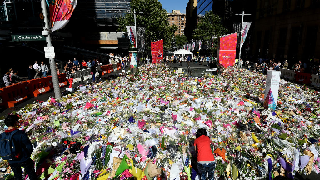 Sydneysiders continue to lay flowers at a memorial site near the Lindt cafe in Martin Place, (AAP)