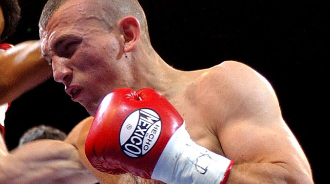 Boxer Ahmed Elomar fighting Denchai Tiabkoon of Thailand in 2005. (AAP)