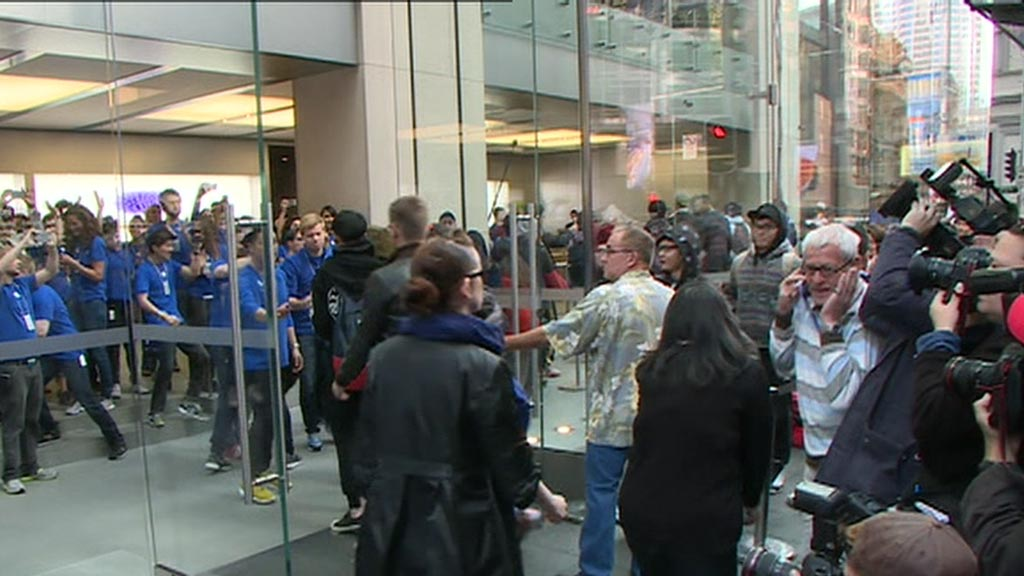 The queue at Sydney's flagship Apple store stretched for blocks. (9NEWS)