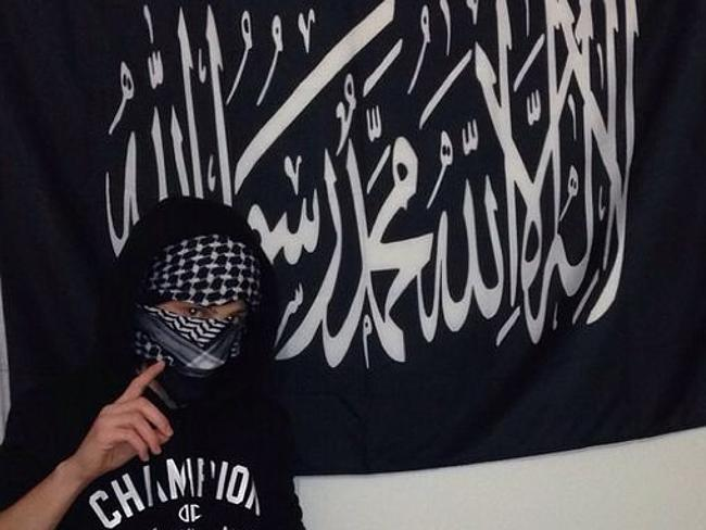 Flag used by Islamic State auctioned at Sydney mosque