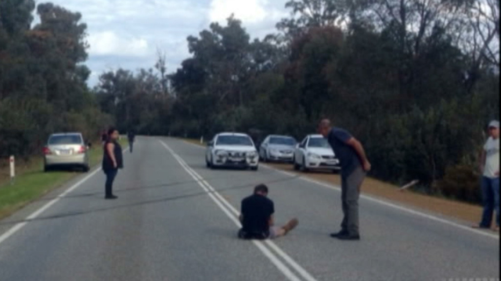 Witnesses stop to help after the attempted carjackings. (9NEWS)