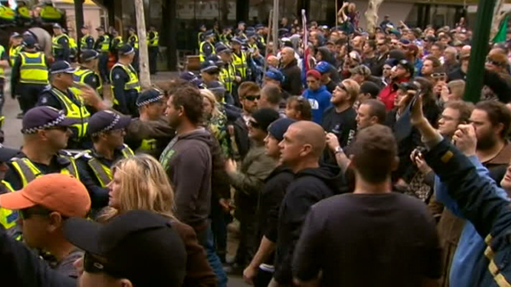 About 300 people opposed to the mosque had gathered near the Bendigo Town Hall. (9NEWS)