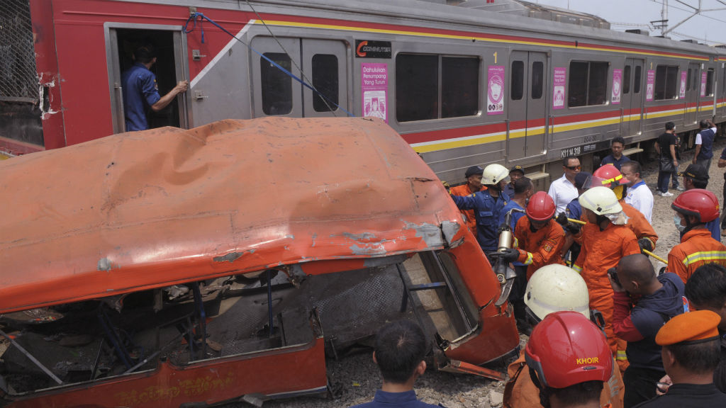 Minibus and commuter train crash in Jakarta kills 18