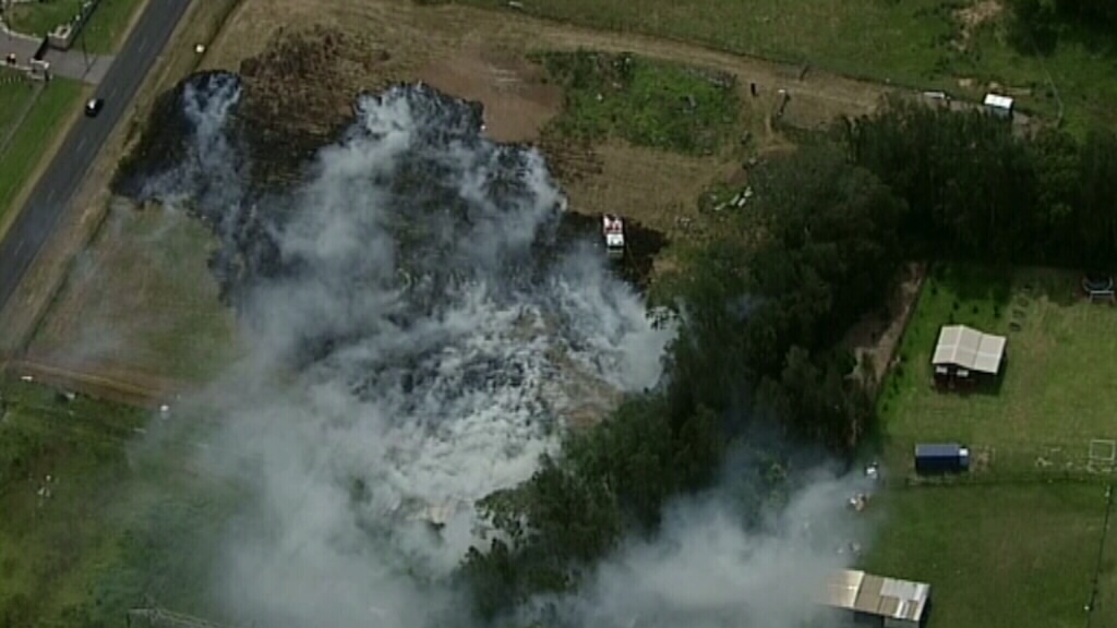 Large grassfire at Rossmore, in Sydney's south west, contained