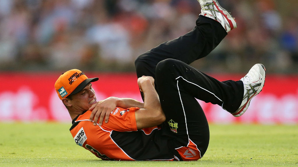 Test cricket hopeful Coulter-Nile dislocates shoulder in Big Bash League