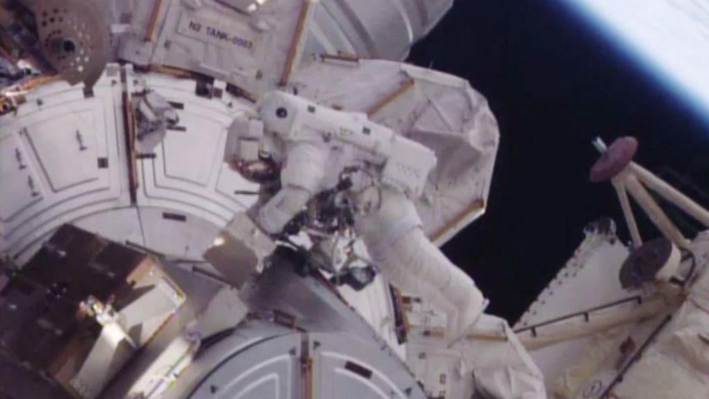 US astronauts Scott Kelly and Timothy Kopra went on the spacewalk. (NASA)